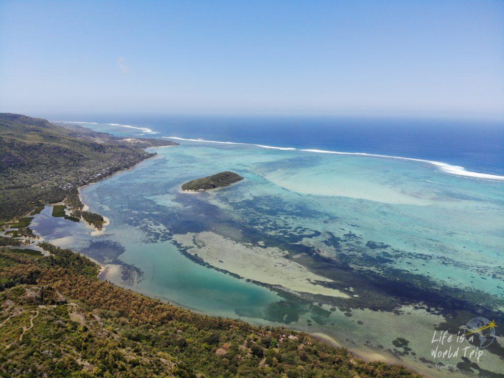 Life is a World Trip - Kombireise nach Mauritius und La Réunion. Wanderung auf den Le Morne Brabant.